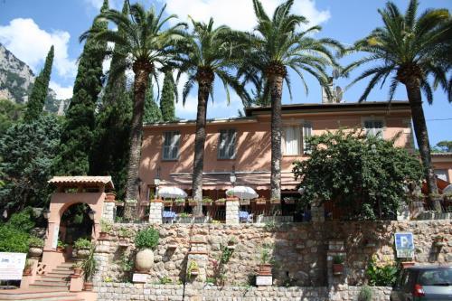 Auberge Les Gorges du Loup : Hotel near Roquesteron