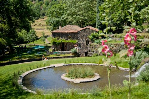 le moulin : Bed and Breakfast near Monlet