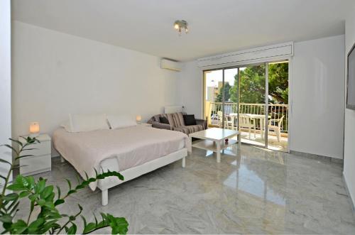 Azur 3000 : Apartment near Saint-Laurent-du-Var