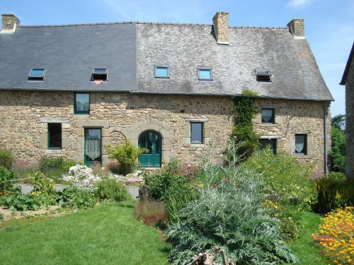 Le Petit Courtoux : Guest accommodation near Saint-Georges-de-Reintembault