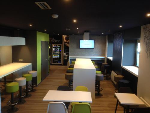 ibis Budget Caen Centre Gare : Hotel near Soliers
