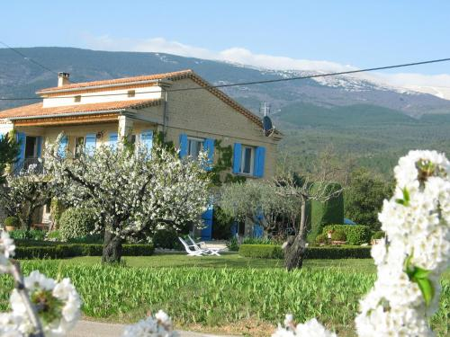 Les Cerisiers : Bed and Breakfast near Flassan