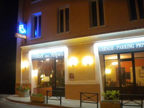 Hôtel des Alpes : Hotel near Montclus