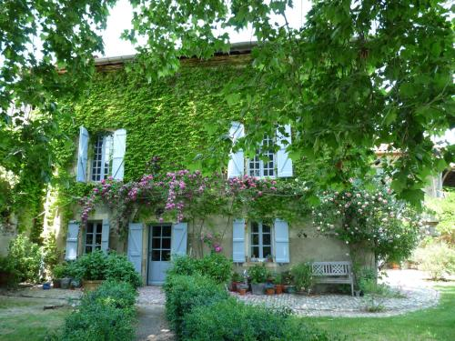 Chambres d'hôtes Les Pesques : Bed and Breakfast near Cazeneuve-Montaut