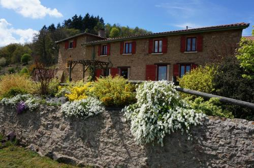 La Ferme du Thiollet : Bed and Breakfast near La Chapelle-sur-Coise
