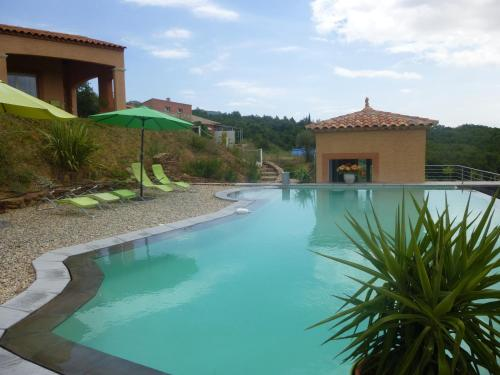 Domaine de Flo : Bed and Breakfast near Arboras