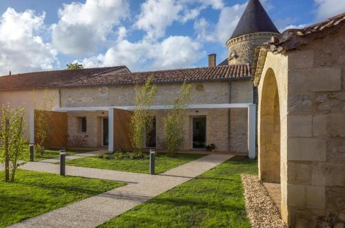 Chateau La France : Bed and Breakfast near Saint-Quentin-de-Baron