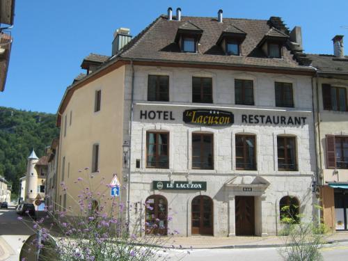 Hôtel Le Lacuzon : Hotel near Larrivoire