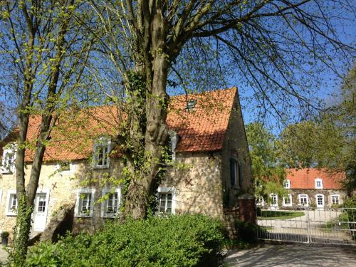 La Ferme Du Dizacre : Bed and Breakfast near Hervelinghen