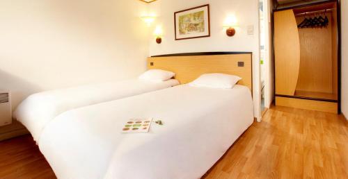 Campanile Maubeuge : Hotel near Liessies