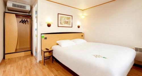 Campanile Lille Sud - Douai Cuincy : Hotel near Hénin-Beaumont