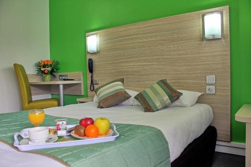 Hotel Restaurant Les Jardins D'Epône : Hotel near Vert