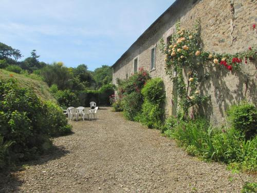 Gîte de La Ferme de La Cour : Guest accommodation near Éroudeville