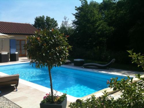 Logis Hotel La Grange Du Relais : Hotel near Dommartin-le-Franc