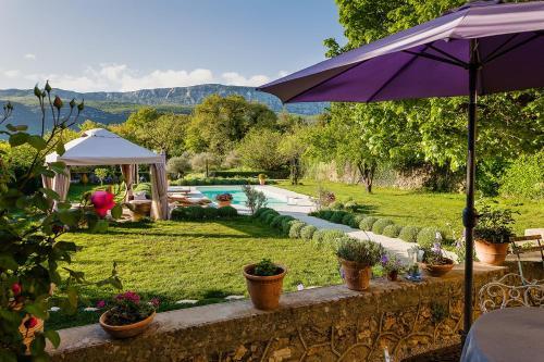 La Grande Maison De Nans : Bed and Breakfast near Saint-Zacharie