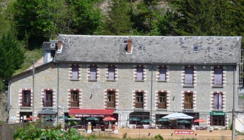 Hôtel Restaurant des Gorges au Viaduc : Hotel near Le Recoux
