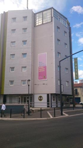 B&B Hôtel Nîmes Centre Arènes : Hotel near Caissargues