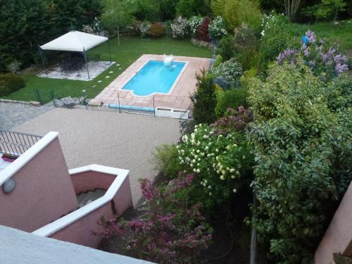 Chambres d'Hôtes Les Terrasses de Fleurieux : Guest accommodation near Bully