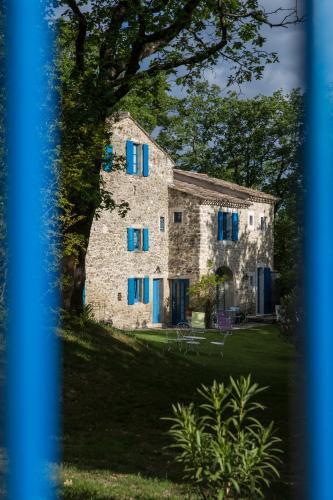 Le Parfum Bleu : Bed and Breakfast near Réauville