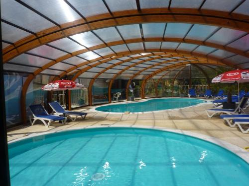 Camping Pommiers des Trois Pays : Guest accommodation near Campagne-lès-Guines