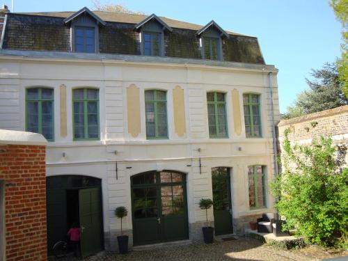 La Cour des Carmes : Bed and Breakfast near Bailleulmont