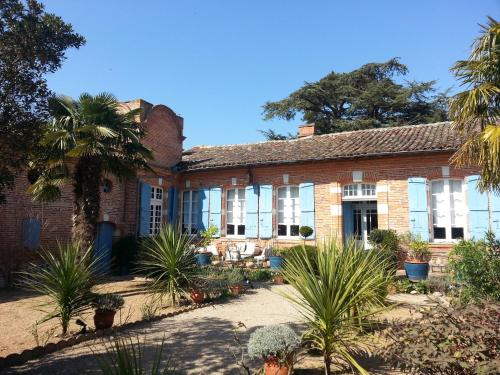 18th-Century Haute-Garonne Guest House : Guest accommodation near Saint-Julien-sur-Garonne