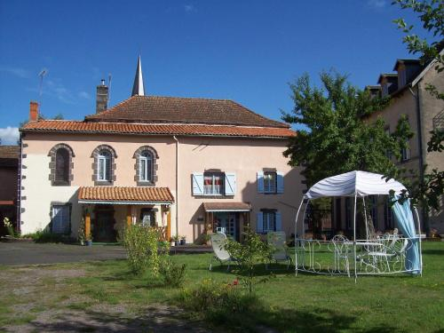 Leclosdipontine : Bed and Breakfast near Sauret-Besserve