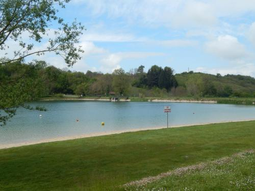 Camping du Moulin : Guest accommodation near Bossieu
