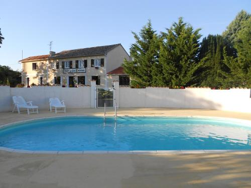 Logis de La Garenne : Bed and Breakfast near Saint-André-de-Lidon