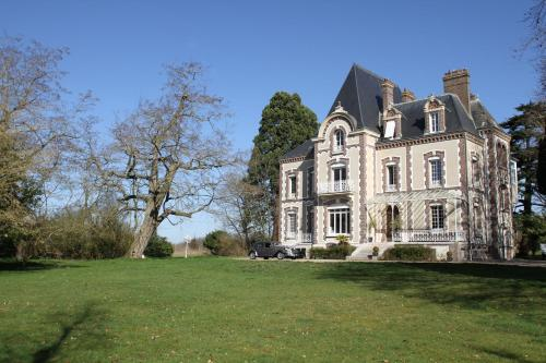 Château de la Folie : Bed and Breakfast near Amécourt