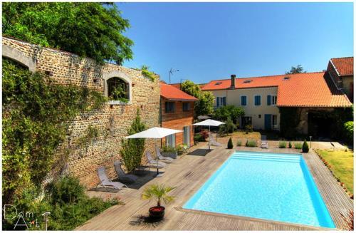 Chambre d'Hôtes La Cour des Saligues : Bed and Breakfast near Latrille