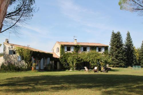 Le Mas des Pins : Guest accommodation near Saint-Martin-les-Eaux