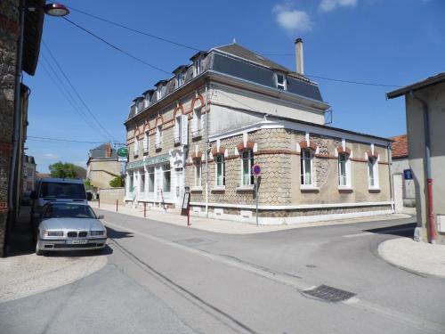 Le Centaure : Hotel near Aussonce