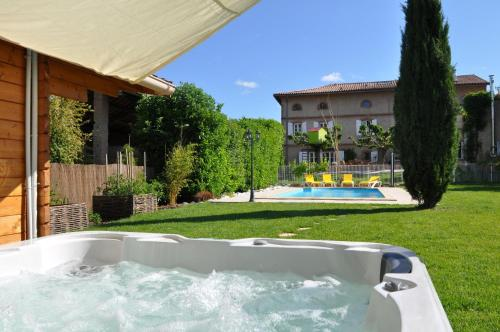 La Maison Lutz : Bed and Breakfast near Labastide-Saint-Pierre