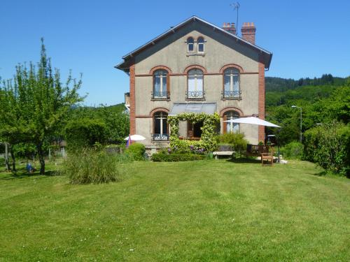 La Maison Du Marchand : Bed and Breakfast near Saint-Dizier-Leyrenne