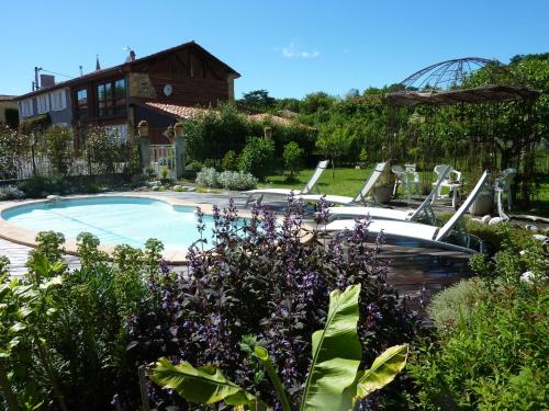 Loft Atypique : Bed and Breakfast near Couret
