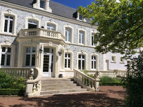 Hostellerie De Le Wast - Château Des Tourelles : Hotel near Boursin