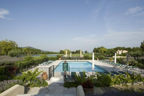 Pierre & Vacances Hotel du Golf de Pont Royal en Provence : Resort near Alleins