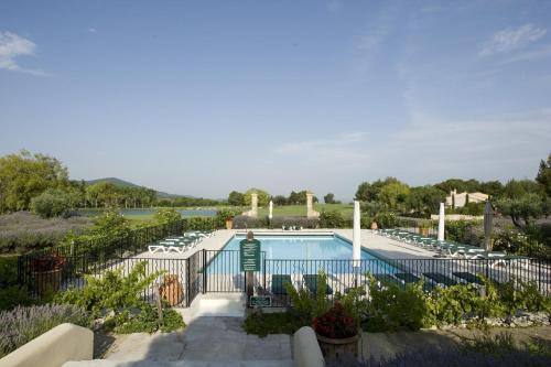 Pierre & Vacances Hotel du Golf de Pont Royal en Provence : Resort near Vernègues