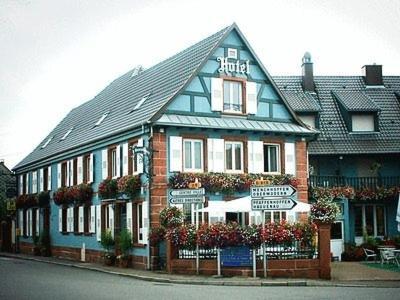 Logis Hotel Aux Comtes De Hanau : Hotel near Obersoultzbach