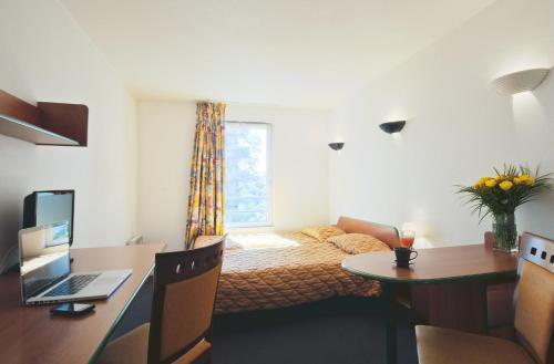 Aparthotel Adagio Access La Défense - Léonard De Vinci : Guest accommodation near Courbevoie
