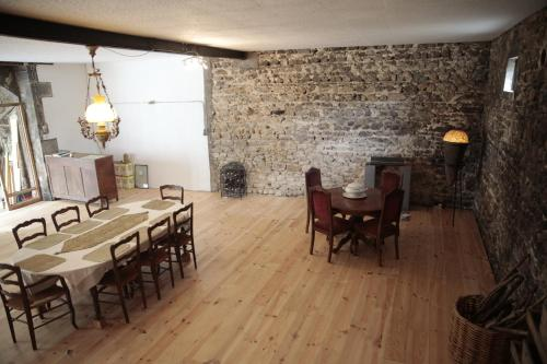 Le Colombier : Bed and Breakfast near Villosanges
