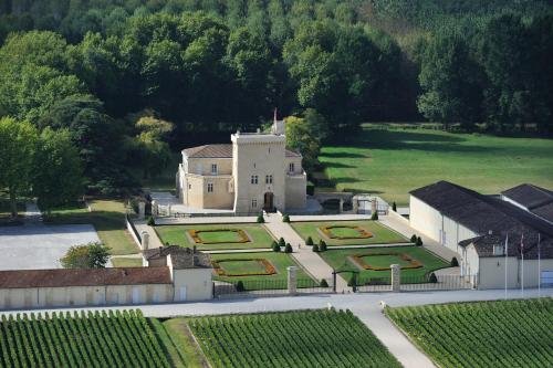 Château La Tour Carnet : Bed and Breakfast near Saint-Seurin-de-Cadourne