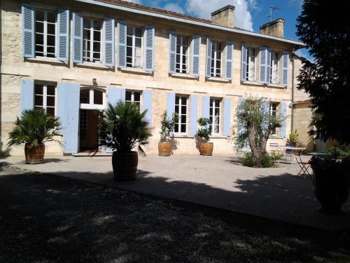 Domaine de Malleprat : Guest accommodation near Saint-Médard-d'Eyrans