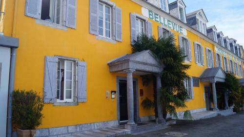 Appart'hôtel Bellevue Thermes de la Reine : Hotel near Asté