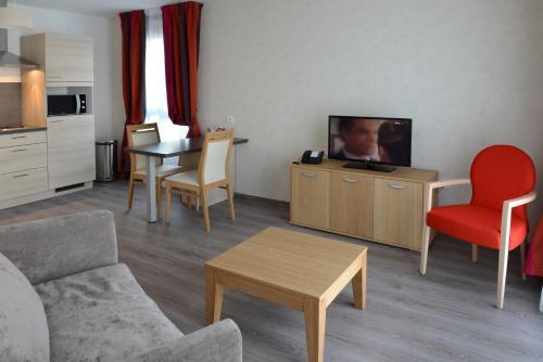 DOMITYS Le Parc de Saint-Cloud : Guest accommodation near Beaurain