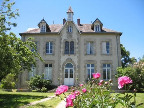Villa Vallière Chambres & Table d'Hôtes : Bed and Breakfast near La Saunière