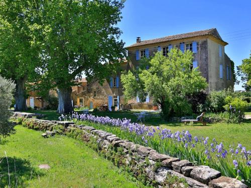 Domaine la Carraire : Bed and Breakfast near Puyvert