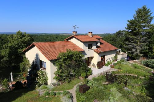 Maison Les Fraysses : Bed and Breakfast near Montamel