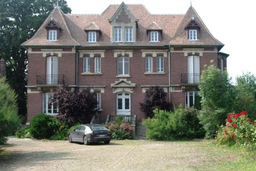 Le Manoir de Crisolles : Bed and Breakfast near Moulin-sous-Touvent